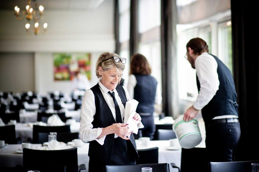 Indgå aftaler med personale til køkken og servering